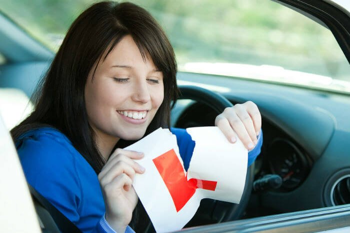 learner driver tearing l plate